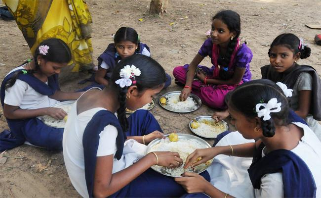 Mid Day Meal Scheme Delayed In Srikakulam - Sakshi
