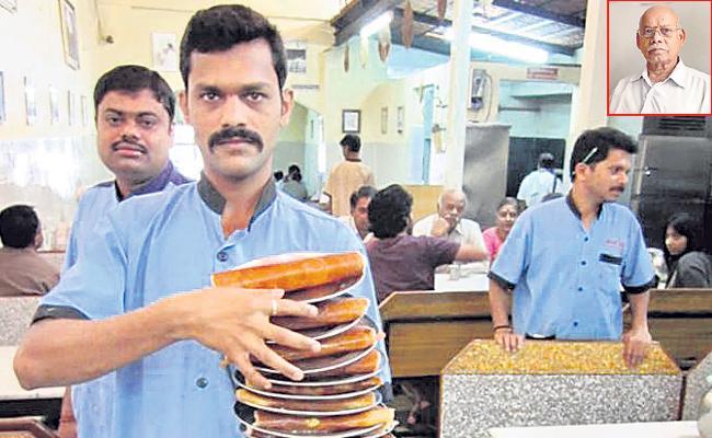 Bangalore Basavanagudi Gandhi Bazaar dosa special - Sakshi