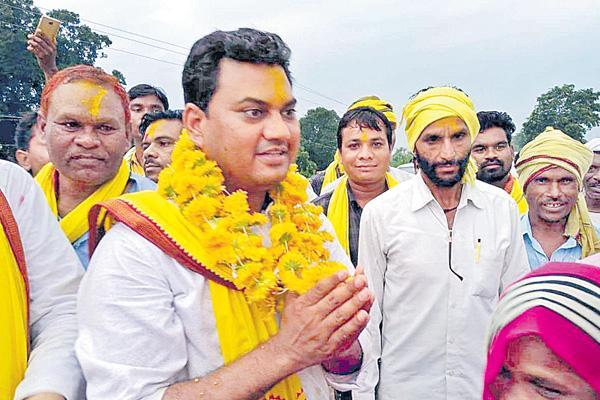 Young doctor in Madhya Pradesh polls - Sakshi