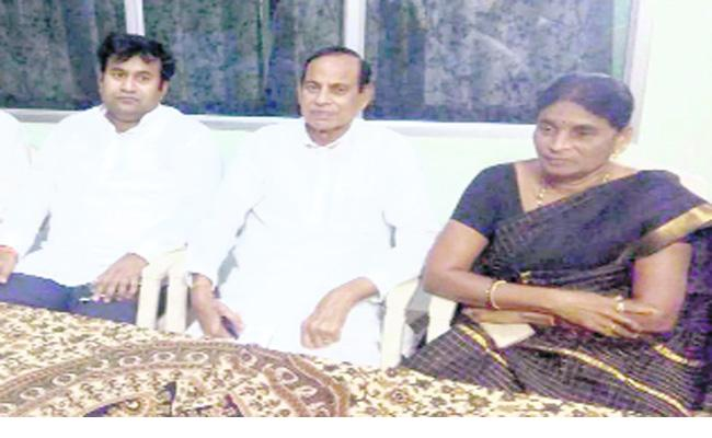 Trs Mla K Shankaramma Confidence About Winnig - Sakshi