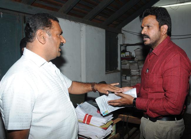 Fake Votes For TDP In Prakasam District - Sakshi