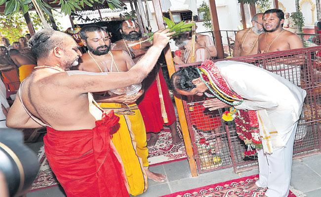 Telangana Elections 2018 KCR To Announce Pending Seats - Sakshi
