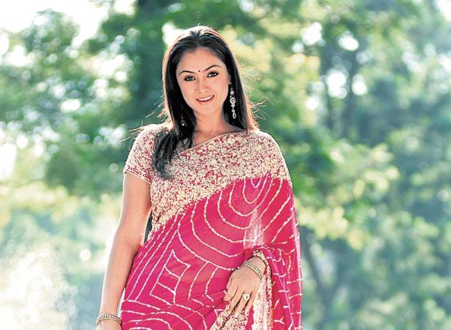 Simran chating on her Tweeter Fans - Sakshi
