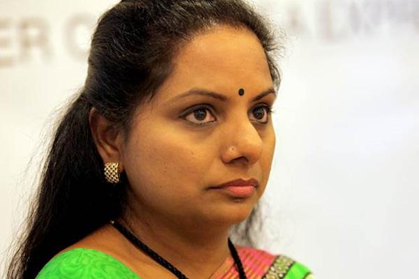 Kalvakuntla kavitha fires on congress - Sakshi