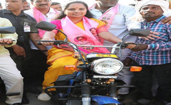 MP Kavitha Bike Ride In Election Campaign - Sakshi