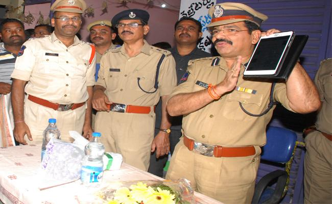 Police Commissioner Dr Ravinder Speaks about Crime Warangal - Sakshi