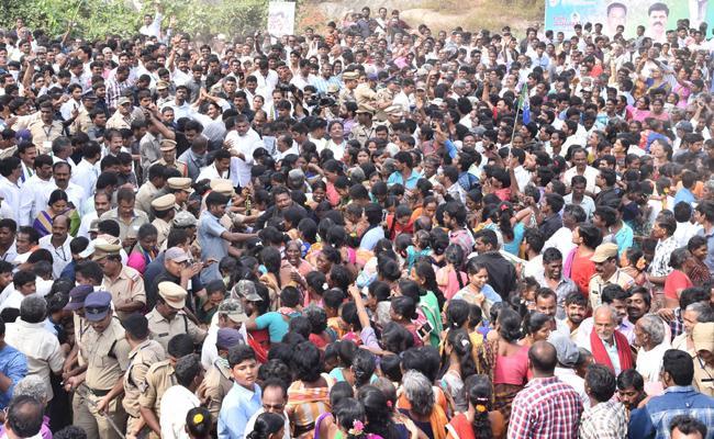 YS Jagan PrajaSankalpaYatra Restarted with Huge Public Support - Sakshi