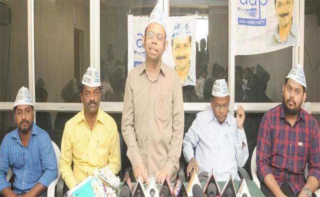 APP Candidate Sirajuddin In Nizamabad - Sakshi