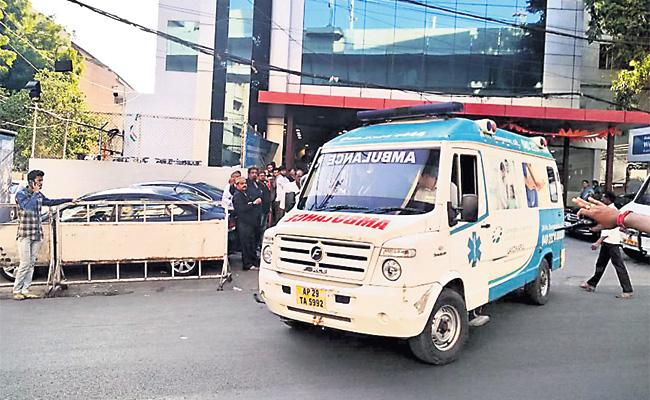 Live Organs Transport To Airport From Global Hospital - Sakshi