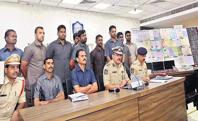 Fake Certificates Gang Arrest In Hyderabad - Sakshi