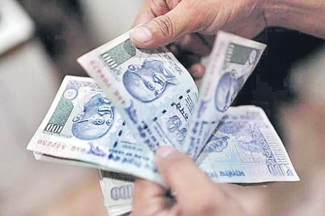 Oil price rout buoys emerging market currencies - Sakshi