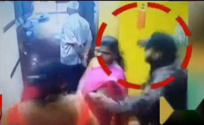 In Bangalore Chain Snatching Take Place At Marrige Function Hall - Sakshi