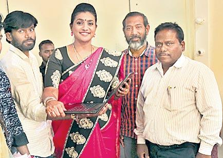rk roja song release by aa nimisham movie - Sakshi