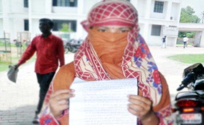 Wife Complaint On Husband Extra Dowry Harassments East Godavari - Sakshi