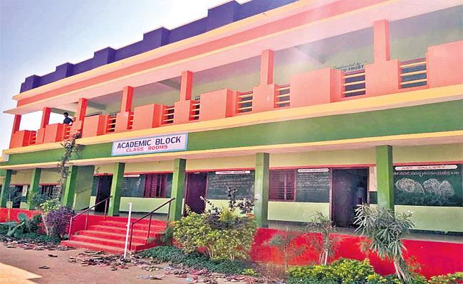 Many Problems In Govt Schools - Sakshi