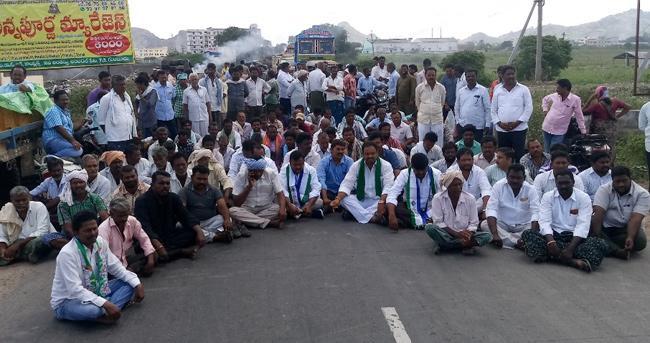 Farmers stage mega dharna at Guntur - Sakshi