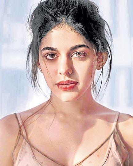 pooja bedi daughter aalia furniturewalla to debut bollywood - Sakshi