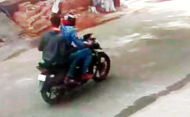 Chain Snatchers Hulchul In Visakhapatnam - Sakshi