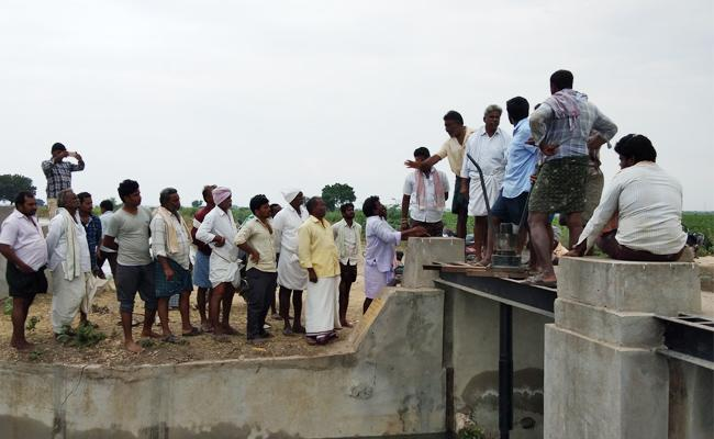 Coflicts Between Farmers For Water Supply - Sakshi