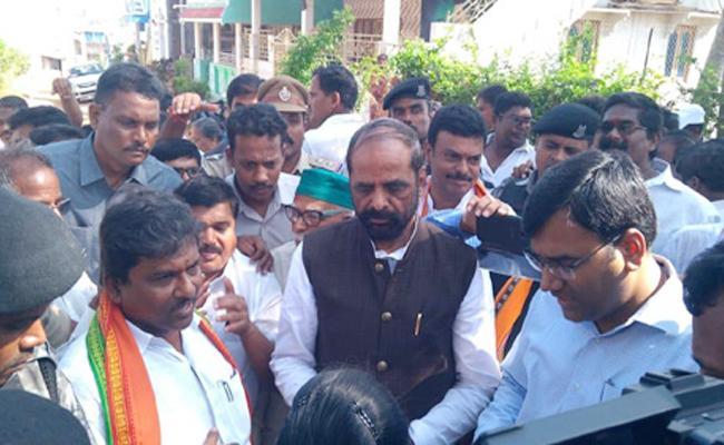 Hansraj Gangaram Ahir Visit Titli Cyclone Areas Srikakulam - Sakshi