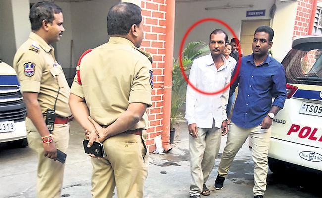 Bike Robbery Thief Arrest In Hyderabad - Sakshi