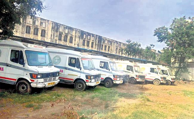 Osmania Hospital Vehicles Not Working For Dead Bodies Transport - Sakshi