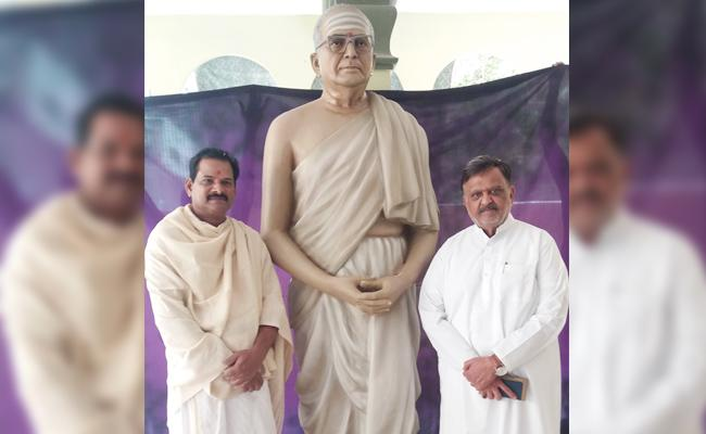 SP Balasubrahmanyam Father Statue In East Godvari - Sakshi