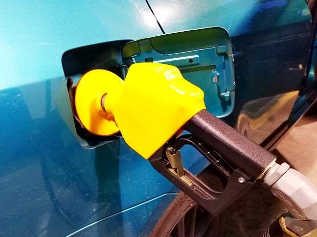 Petrol price falls t down nearly Rs 4 in November - Sakshi