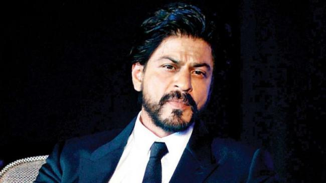 Shah Rukh Khan  threatend By Local Outfit To Throw Ink At Him - Sakshi