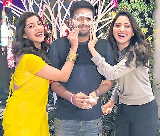 Director Anil Ravipudi Birthday Celebrations @ F2 Sets - Sakshi