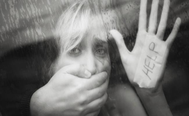 Women Trafficking With Fake Jobs In Kurnool - Sakshi
