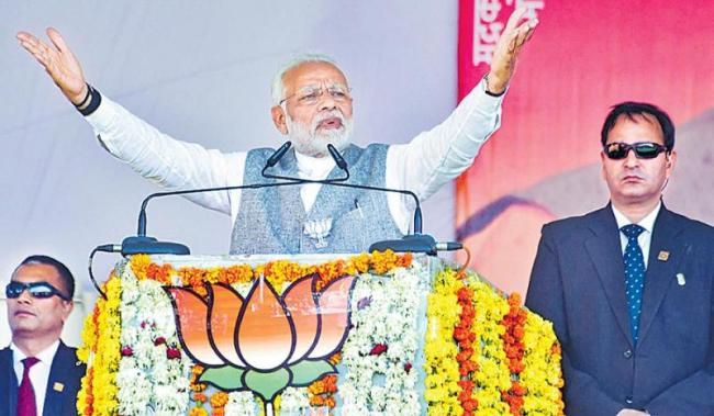 PM Modi attacks Congress for dragging his mother into election debate - Sakshi