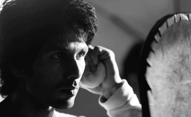 Shahid Kapoor Second Look In Arjun Reddy Remake Kabir Singh - Sakshi