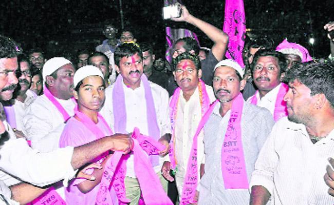 MP Ponguleti Srinivas Reddy Canvass In Madhira - Sakshi