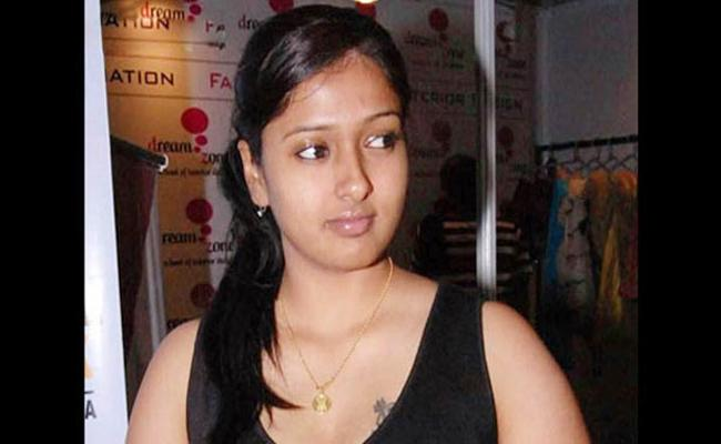 Actress Gayathri Caught Drunk ANd Drive In Tamil Nadu - Sakshi