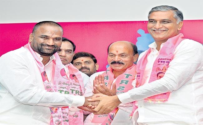 Kasala Buchi Reddy Join In TRS Sangareddy - Sakshi