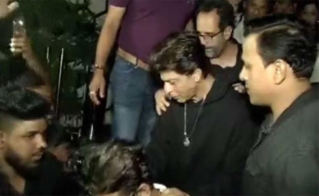 Police Stopped Music In Shahrukh Khan Birthday Party In A Night Club - Sakshi