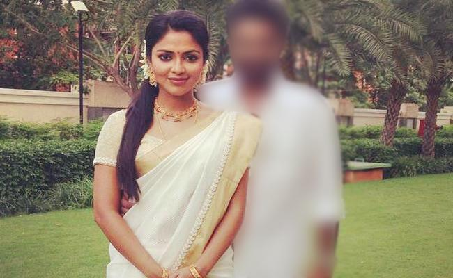 Amala Paul Parents Ready To Set Second Marriage to Her - Sakshi