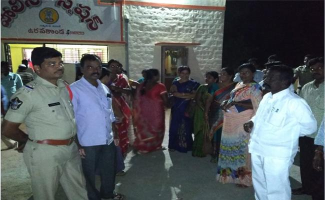 Teacher Murder Attempt On Wife In Anantapur - Sakshi