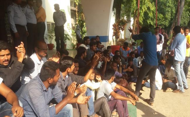 Warangal KU Students Dharna  - Sakshi