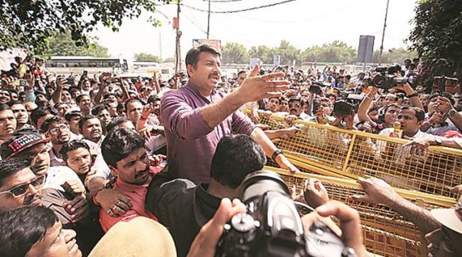 BJP MP Manoj Tiwari Visits Signature Bridge Inauguration - Sakshi