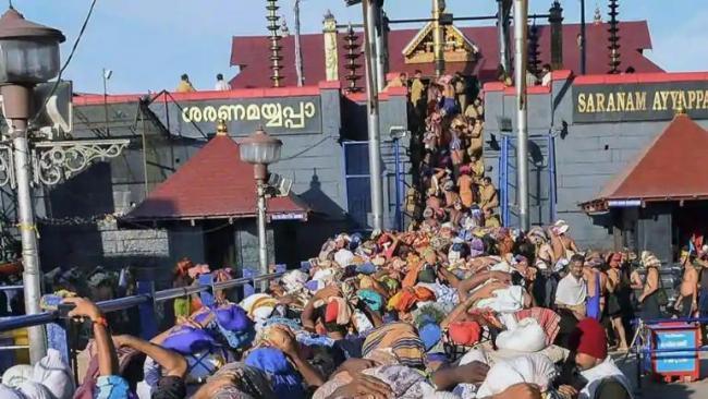 Sri Sri Ravi Shankar Says Tradition Must Be Followed On Sabarimala Row - Sakshi