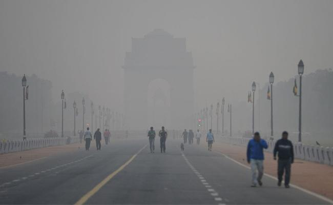 Air Pollution, Thick Smog In Delhi  - Sakshi