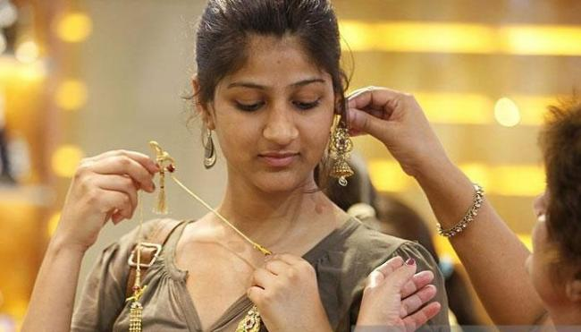 High prices take sheen off gold sales - Sakshi