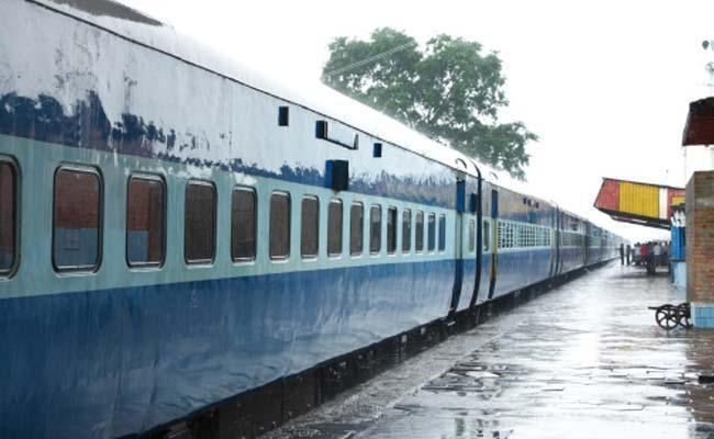 IRCTC ticket booking services, enquiry to remain shut for two hours - Sakshi