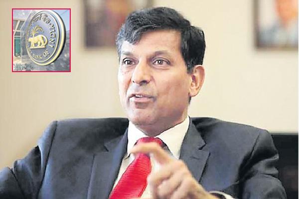Raghuram Rajan says rbi is a seat belt for government - Sakshi