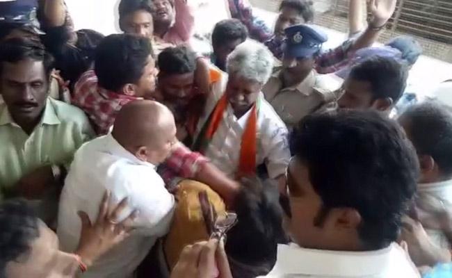 Tensed Situation At Manikyala Rao House In Tadepalligudem - Sakshi