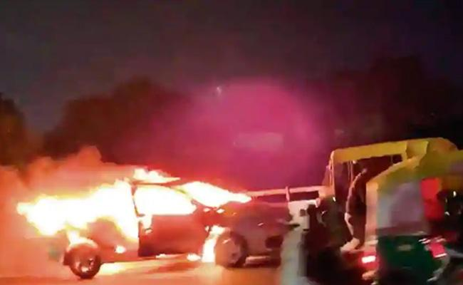 Man jumps Out of Burning Car on Gurugram Flyover - Sakshi