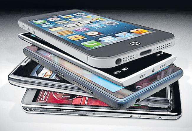 India ranks second in smartphone sales - Sakshi