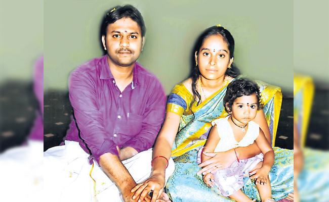 Couple Commits Suicide In Hyderabad - Sakshi
